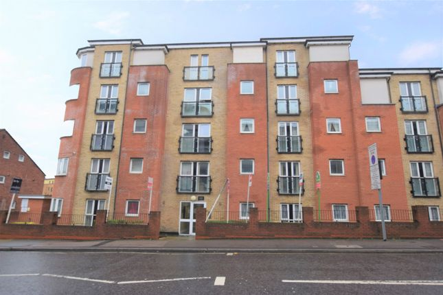 2 bed flat to rent in Lucida Court, 534-536 Whippendell Road, Watford WD18