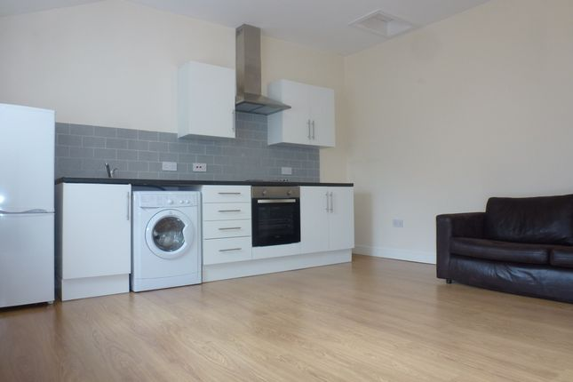 Thumbnail Flat to rent in Newport Road, Roath
