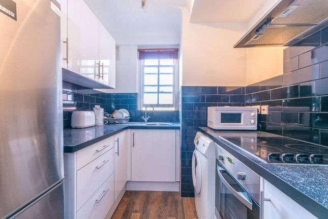 2 bed flat for sale in Kendall Street, Hyde Park Estate