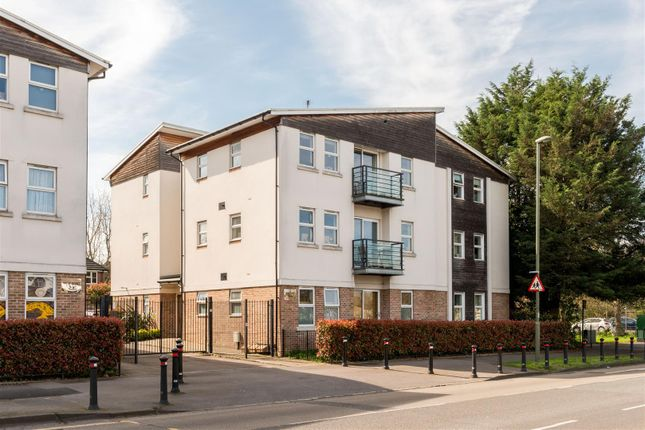 Thumbnail Flat for sale in Chessington Road, West Ewell, Epsom
