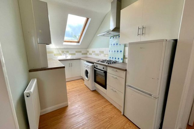 Thumbnail Flat to rent in Holmesdale Road, Croydon