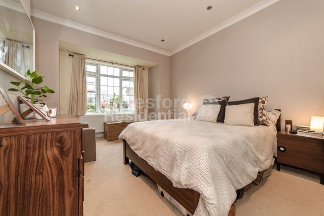 Thumbnail Flat to rent in Knights Hill, London