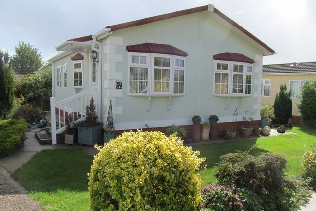 Thumbnail Mobile Park Home For Sale In Daunstey Lane Weyhill Andover Hampshire