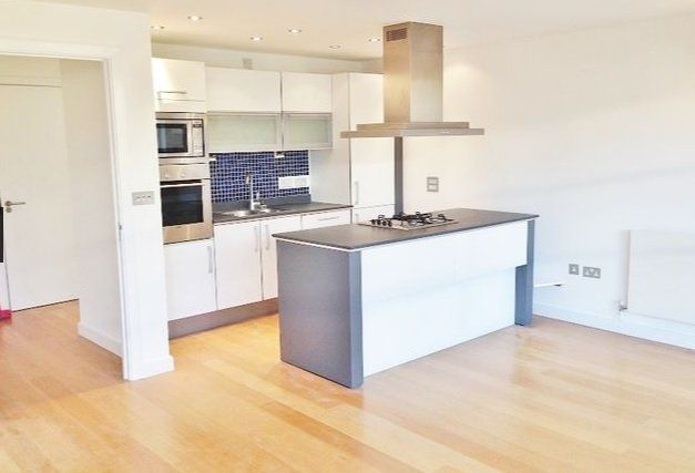 Flat for sale in Candlemakers Apartments, Battersea, London