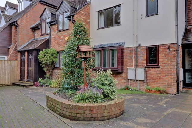 Thumbnail Flat to rent in Malthouse Square, Princes Risborough