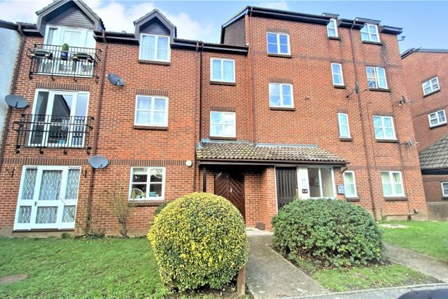 Thumbnail Flat to rent in Knowles Close, West Drayton, Middlesex