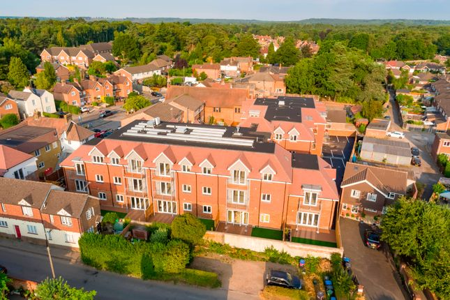 1 bed flat for sale in Connaught Road, Brookwood, Woking GU24