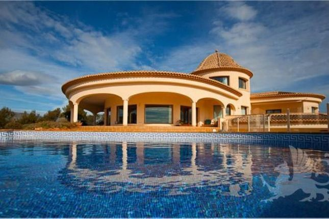 Thumbnail Villa for sale in Calpe, Spain