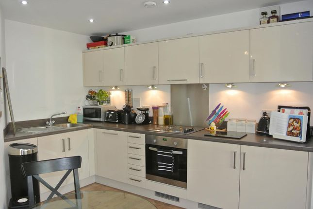 Thumbnail Flat for sale in Guildford Road, Hook Heath, Woking