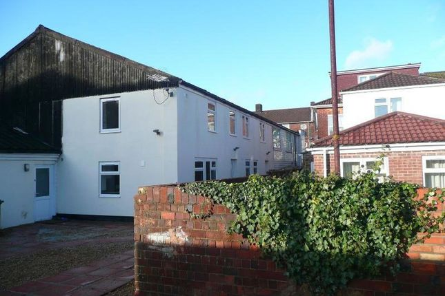 Thumbnail Flat to rent in Lodge Road, Southampton