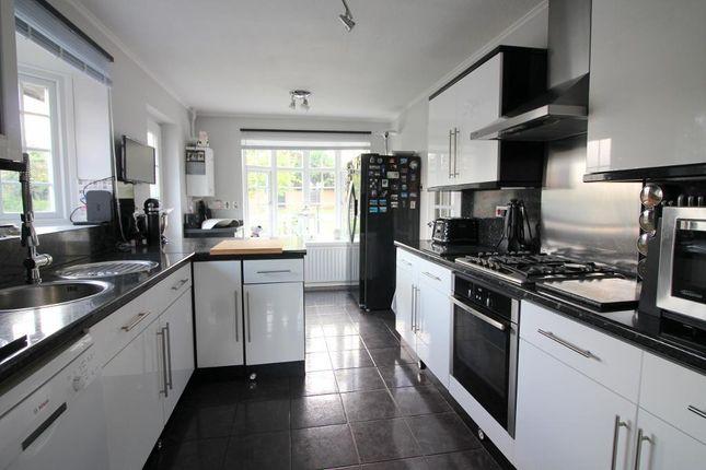 Photo 4 of Arbour Close, Luton, Bedfordshire LU3
