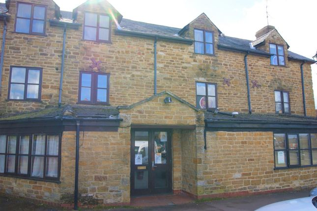Flat to rent in Market Place, Long Buckby, Northampton