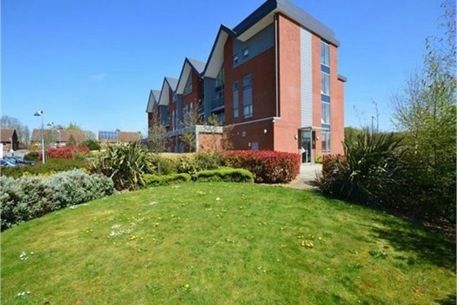 Thumbnail Flat to rent in Green View Court, School Mead, Abbots Langley, Hertfordshire