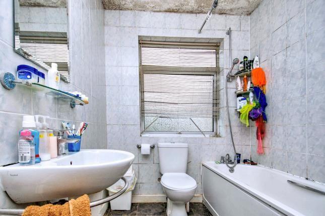 Bathroom of Kent Road, Grays RM17