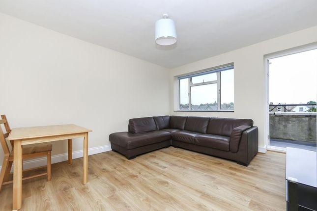 3 bed flat to rent in Brackenbury, Osborne Road, London N4