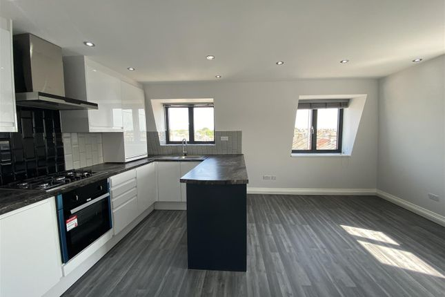 2 bed flat to rent in Harrow Road, London NW10