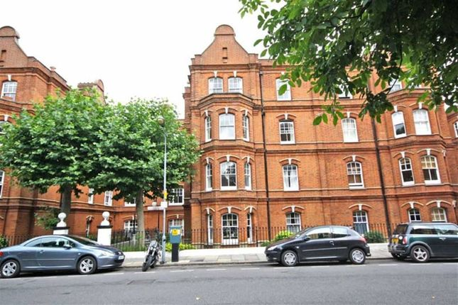 2 bed flat for sale in Queen's Club Gardens, London