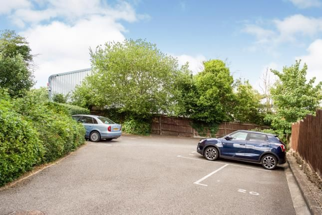 Parking of Bastins Close, Southampton, Hampshire SO31