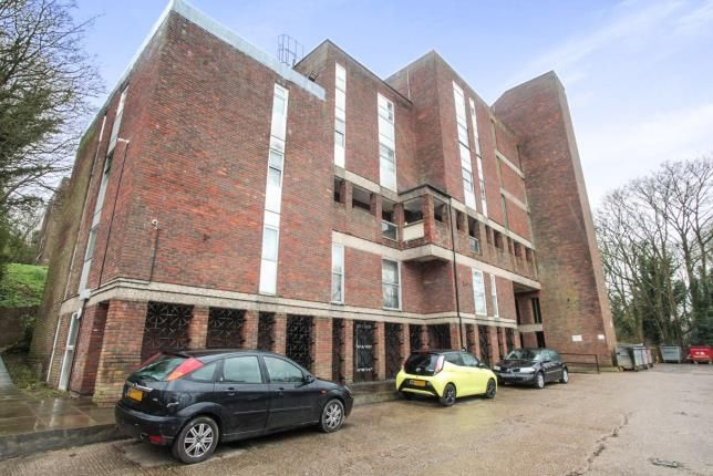 Thumbnail Flat for sale in Startpoint, Downs Road, Luton, Bedfordshire