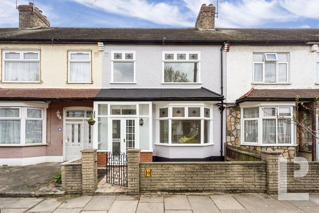 Thumbnail Terraced house for sale in Johnstone Road, London
