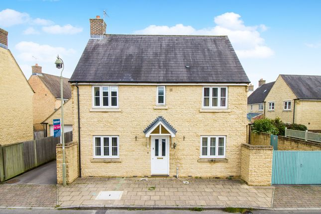 4 bed detached house for sale in Rowan Drive, Witney, Oxfordshire