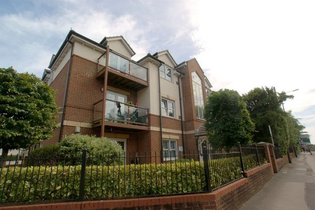 2 bed flat to rent in Wimborne Road, Winton, Bournemouth