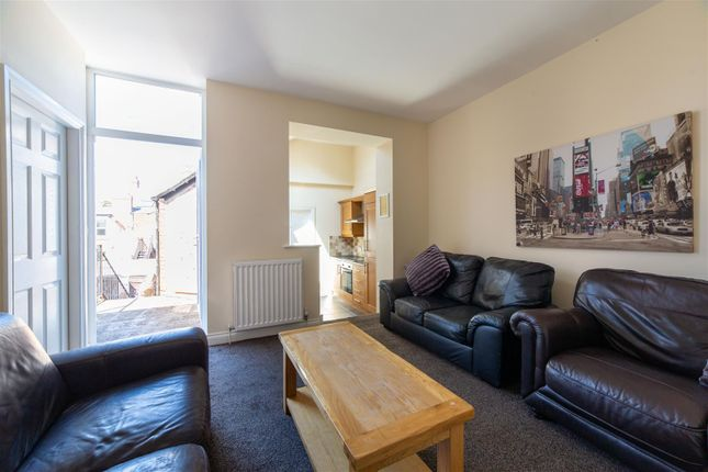 4 bed flat to rent in Lonsdale Terrace, Jesmond, Newcastle Upon Tyne NE2