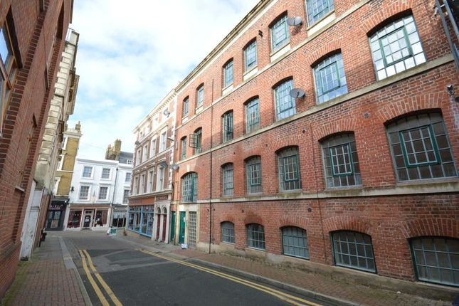 Thumbnail Flat to rent in Bank Street, Gravesend