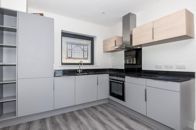 Thumbnail Flat to rent in Station Road, Gerrards Cross