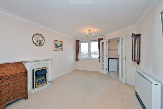 Thumbnail Flat for sale in Clifton Park Avenue, London