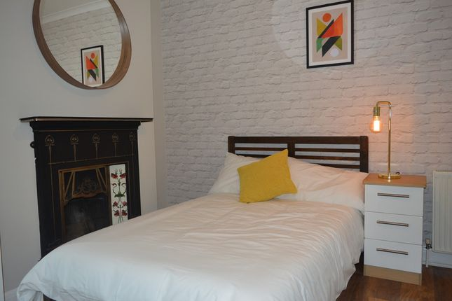 Thumbnail Room to rent in Ankerdine Crescent, London
