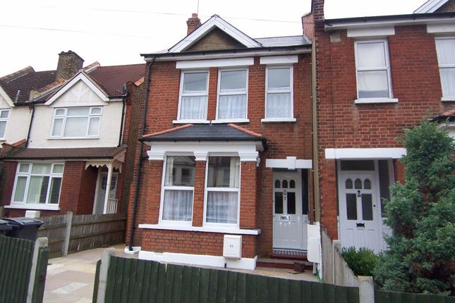 Thumbnail Flat to rent in Cleveland Road, New Malden