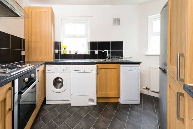 Thumbnail Flat to rent in All Bills Included, St. Michaels Crescent, Headingley