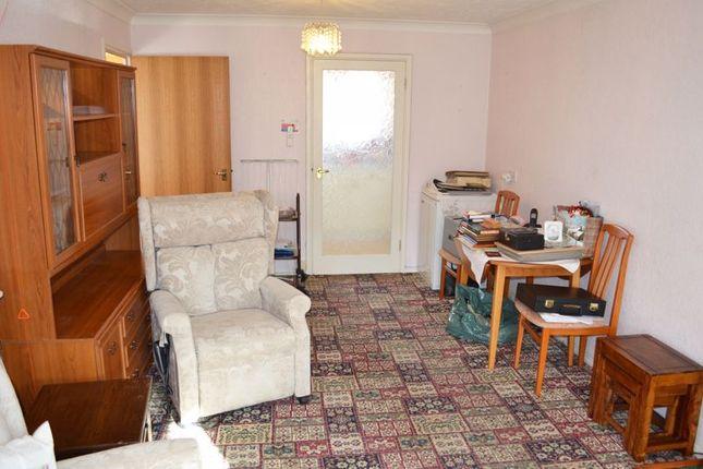 Lounge of Sheraton Close, Abington, Northampton NN3