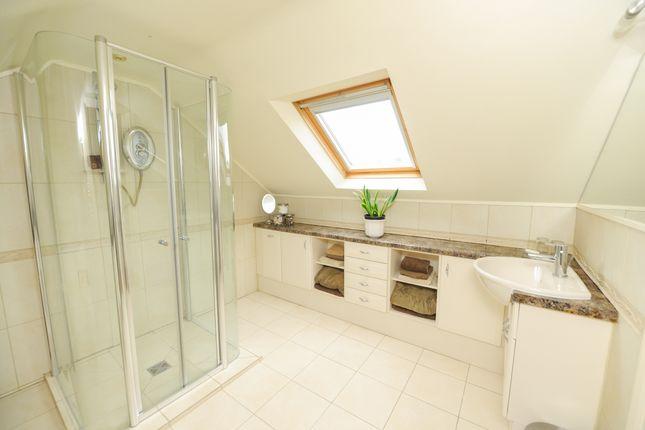 En Suite of Eastmoor Road, Brimington, Chesterfield S43