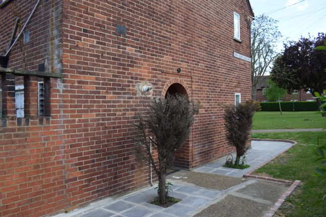 Thumbnail Maisonette to rent in Dover House Road, Putney