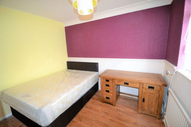 Thumbnail Property to rent in Selby Drive, Salford