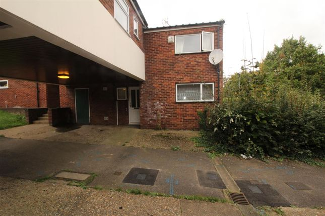 Thumbnail Property for sale in Long Banks, Harlow