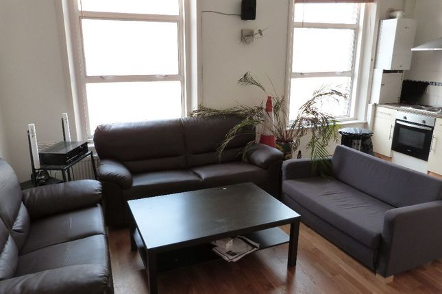 3 bed flat to rent in Kilburn Lane, London