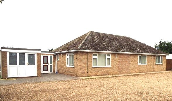Thumbnail Bungalow to rent in Hurdle Drove, West Row
