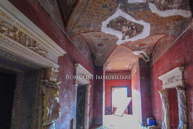 Tuoro sul trasimeno umbria italy 76 bedroom property for Mobili 82 tuoro sul trasimeno