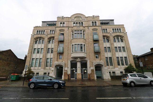 Thumbnail Flat to rent in Greengate Street, London