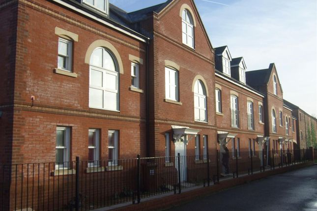 Thumbnail Terraced house to rent in Janes Court, Tiverton