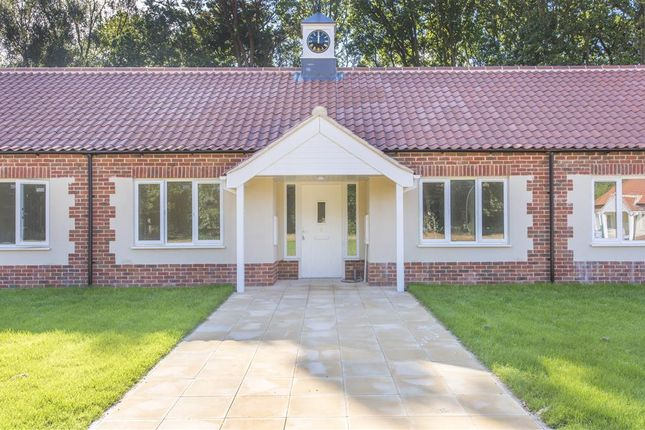 Thumbnail Bungalow to rent in Pine Heath Village, Cromer Road, Holt