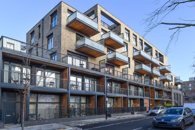 Thumbnail Flat for sale in Packington Road, Chiswick, London