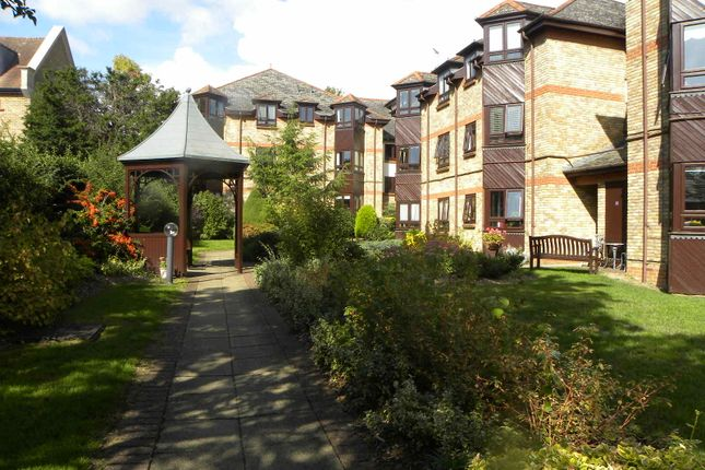 Thumbnail Flat for sale in Hatfield Road, St Albans, Herts.
