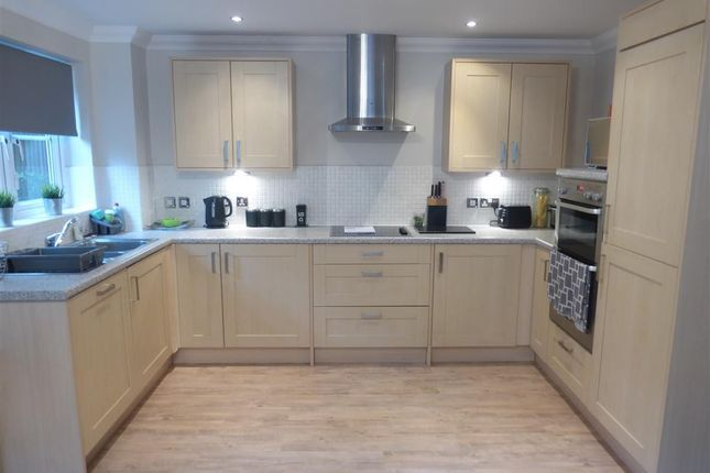 2 bed maisonette to rent in Park Street, Aylesbury