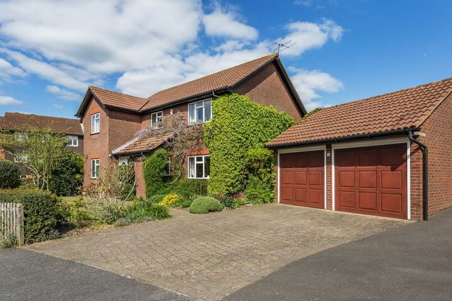 Thumbnail Property for sale in Balmoral Way, Belmont, Sutton