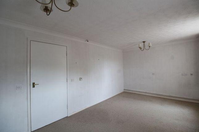 Bedroom of Barton Lodge, Barton-Under-Needwood DE13