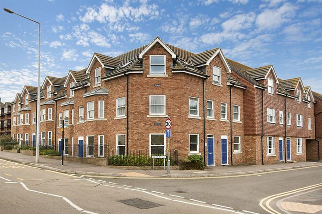3 bed flat for sale in Quex Road, Westgate-On-Sea
